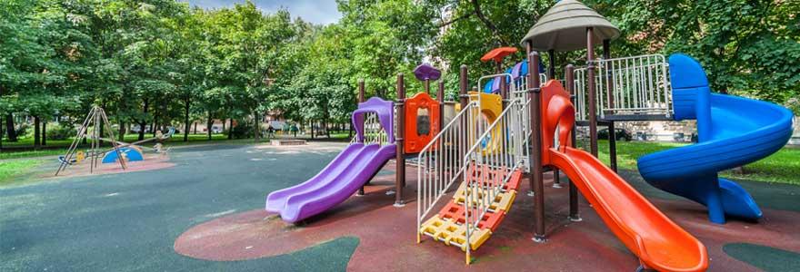 Balançoires et portiques pour enfants